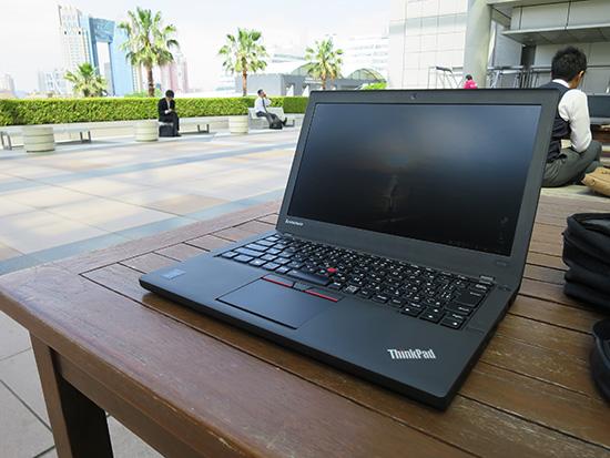 テラス席は風が吹き抜けて気持ちがいい ThinkPad X250