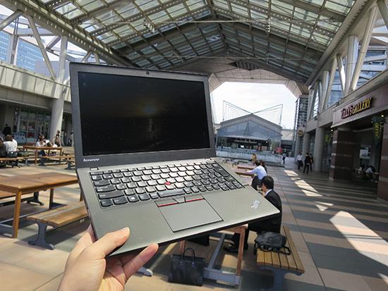 東京ビックサイト入り口タリーズ前 でThinkPad X250