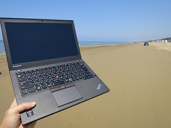ThinkPad X250 ノートパソコンと千里浜なぎさドライブウェイ