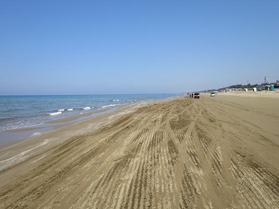 千里浜なぎさドライブウェイ 5月は空いていて晴れた日は気持ちがいい