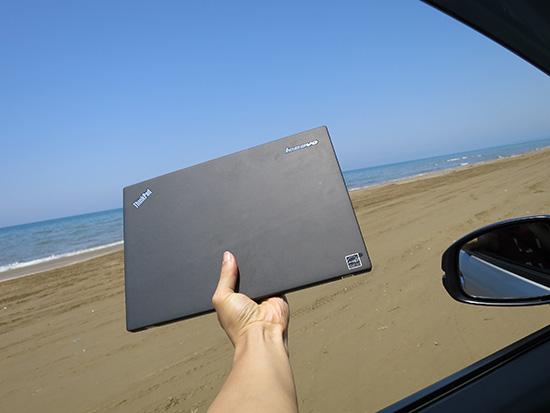 千里浜なぎさドライブウェイを車で走りながらThinkPad X250