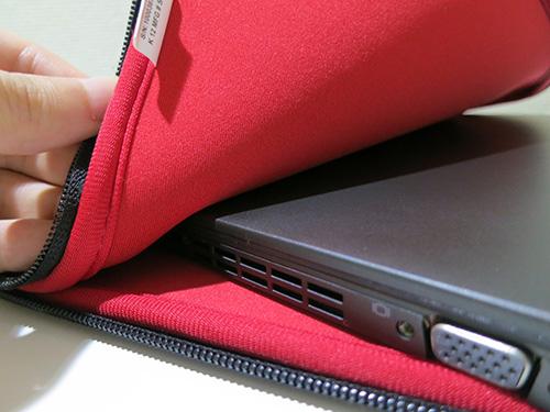 ThinkPad 13インチWide リバーシブル・スリーブケースにThinkPad X250を入れてみる