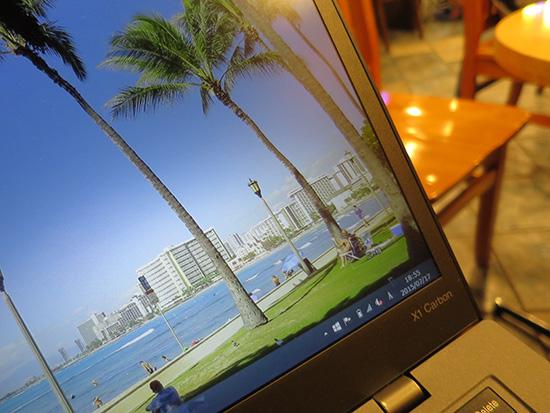 ThinkPad X1 Carbon 2015 IPS液晶は色鮮やかで精細な表示