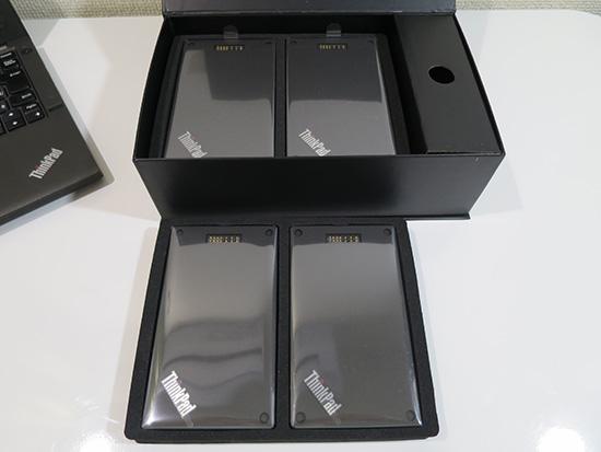 ようやくフィルムに包まれたThinkPad Stackが見えてきました