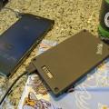 ThinkPad Stack 10000mAh パワーバンクでスマホを充電中