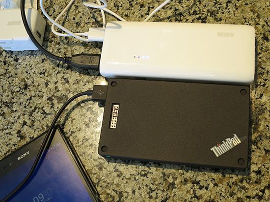 ThinkPad Stack 10000mAh パワーバンクとAnker Astro E4 第2世代 13000mAh 上から