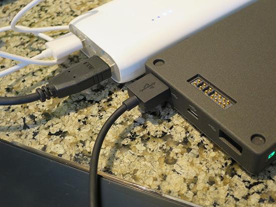 ThinkPad Stack 10000mAh パワーバンクとAnker Astro E4 第2世代 13000mAh 質感はパワーバンクが上