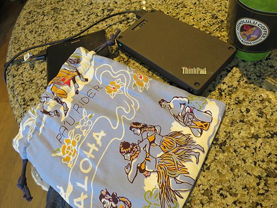ThinkPad Stack 10000mAhパワーバンクを持ち歩くときはアロハな巾着袋