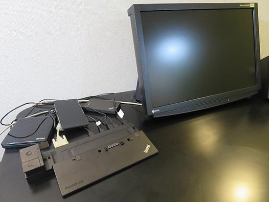 ThinkPad X250をのせる前のウルトラドック 周辺機器をたくさんつなげる