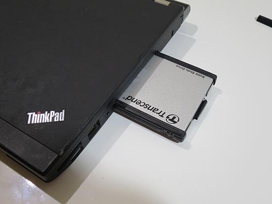 Thinkpad X230 の本体にSSDをさしこんで交換完了