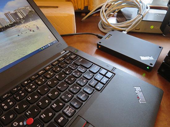 ホテルの部屋でThinkPad Stack ワイヤレスルーターが重宝しています