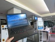 広島空港の搭乗口前でThinkPad X250