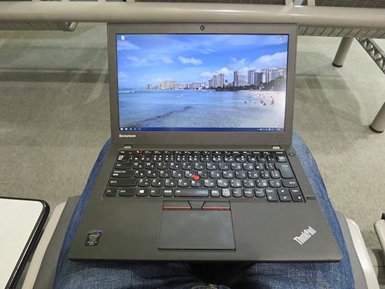 Thinkpad X250を膝の上で使うのがぴったり