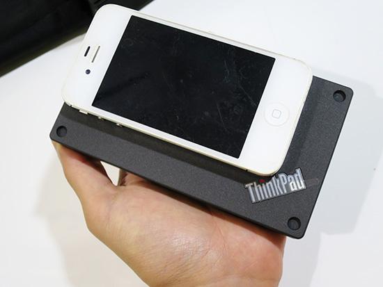 Thinkpad Stack 10000mahパワーバンクとiphone4s 大きさを比較