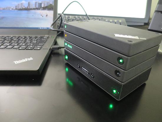 ThinkPad Stack プロフェッショナルキットにマイクロUSBケーブルをつなげるだけで電源供給可能