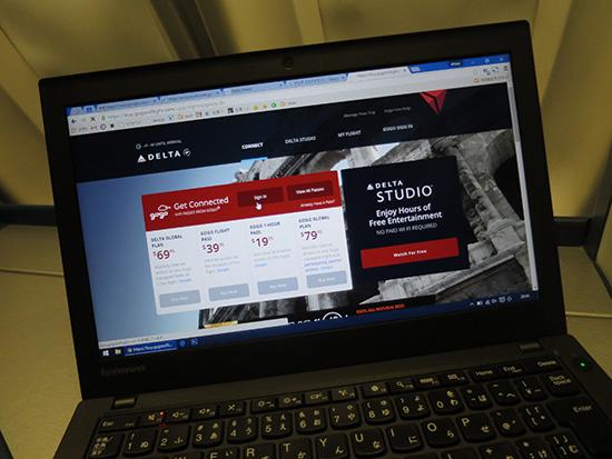 デルタハワイ便 機内ではWIFIも飛んでいてインターネットも可能