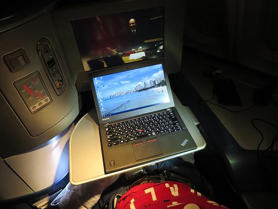 デルタの機内でThinkpad X250とマルチモニタ?!