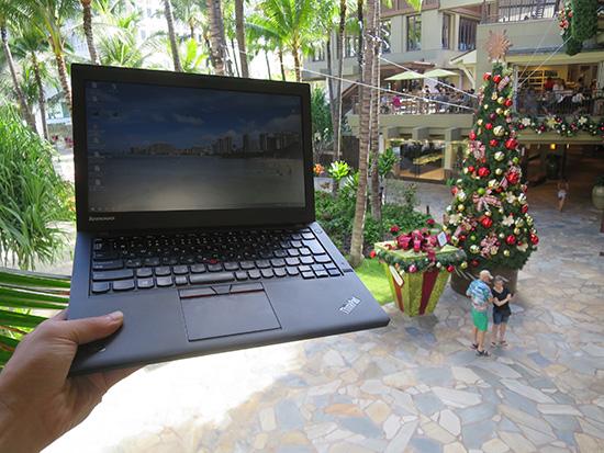 ロイヤルハワイアンセンターのクリスマスツリーとThinkPad X250