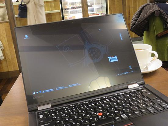 ThinkPad Yoga 260 の液晶 光沢度 映り込み具合