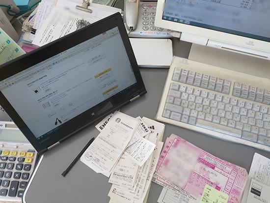 ThinkPad Yoga 260 スタンドモードにすると液晶すぐ前のスペースを有効利用できる