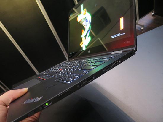 ThinkPad X1 Yoga 横から見ると薄い!