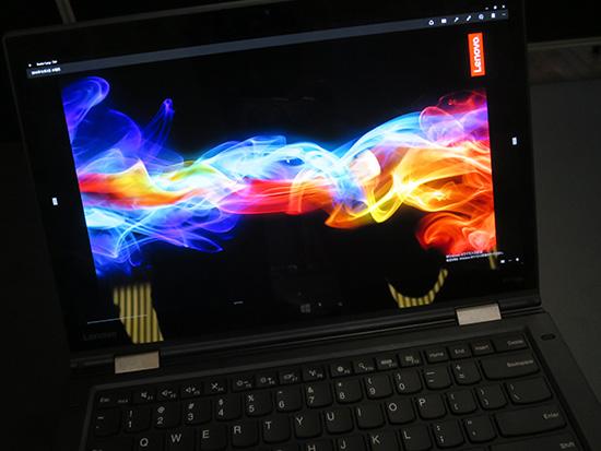 Thinkpad X1 Yoga 有機ELディスプレイの液晶面はピカピカできれい