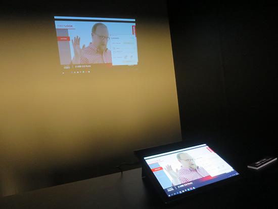 X1 Tablet プレゼンターモジュールで画面を投影