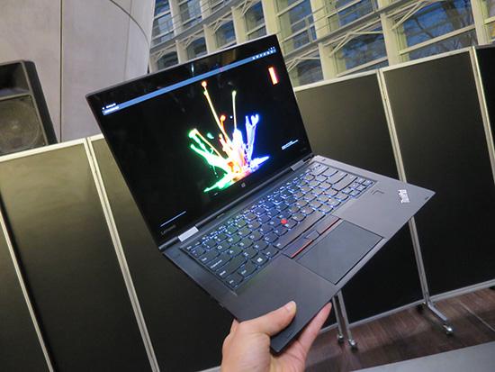 ThinkPad X1 Yoga 持った感じ軽すぎ