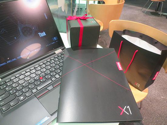 ThinkPad X1発表かでもらったお土産の中身を開いてみると・・・