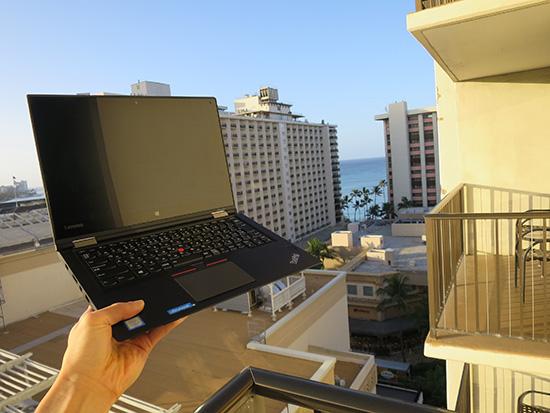 ハワイのベランダでThinkPad Yoga 260とワイキキビーチ方面
