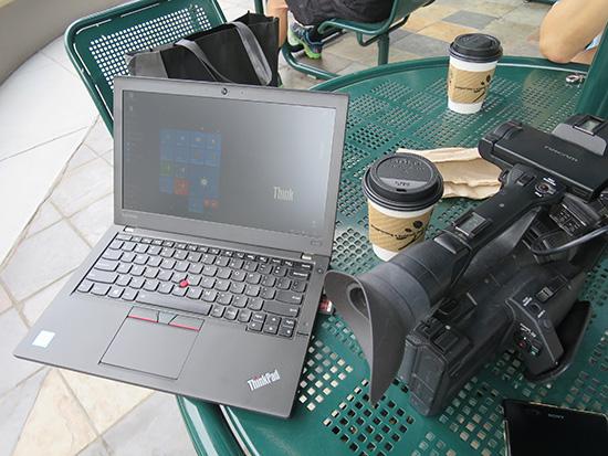 ハワイでX260を広げてコーヒータイム