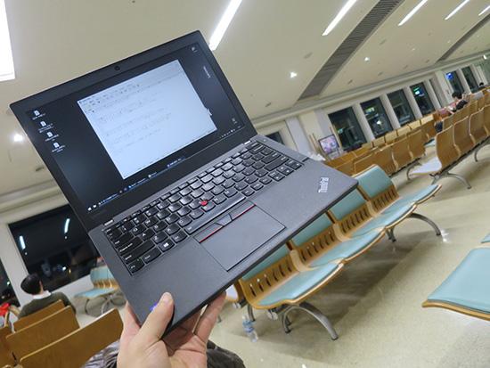 那覇空港でThinkPad X260を広げて一仕事