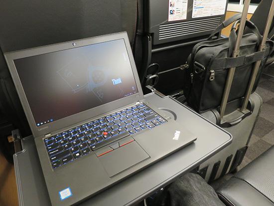 成田エクスプレス車内でThinkPad X260