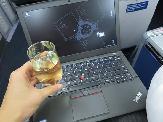 デルタビジネスクラスでシャンパンとThinkPad X260