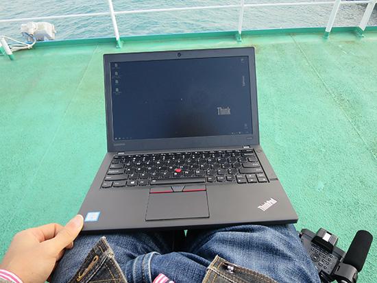 沖縄本島から津堅島へ向かうフェリーの上でThinkpad X260