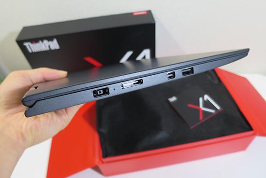 ThinkPad X1 Yoga のサイズ 薄さにびっくり