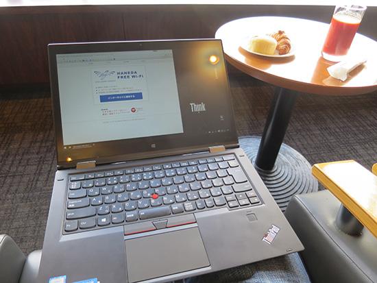 ThinkPad X1 Yoga 膝の上にのせるとやや大きい