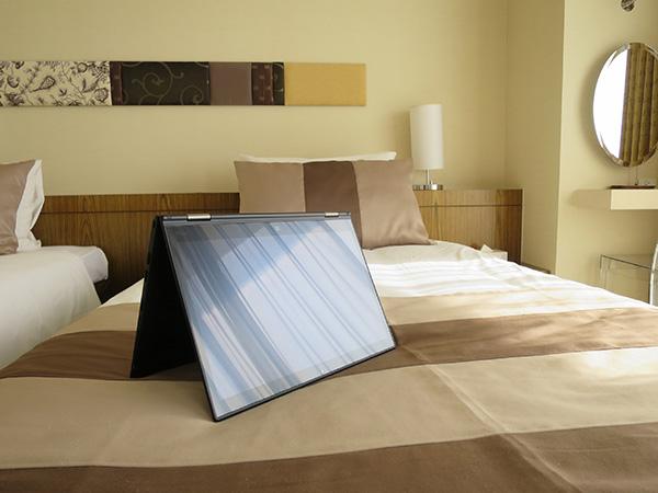 X1 Yoga ベッドの上でテントモード