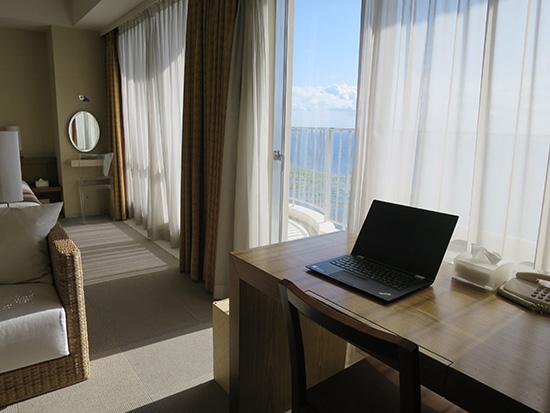 ThinkPad X1 Yoga ホテルで開く