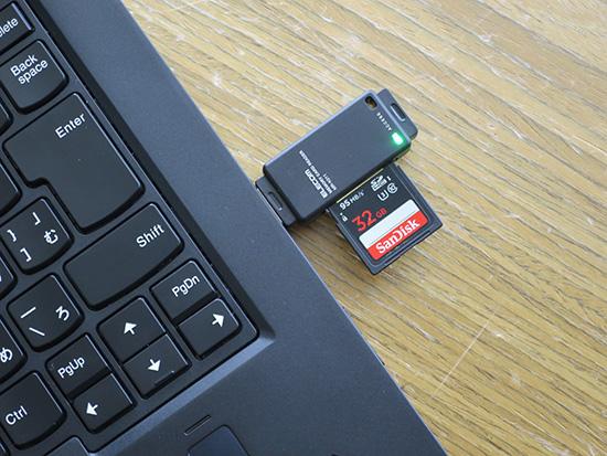 X1 Yoga USBカードスロットを差し込んで写真の取り込み
