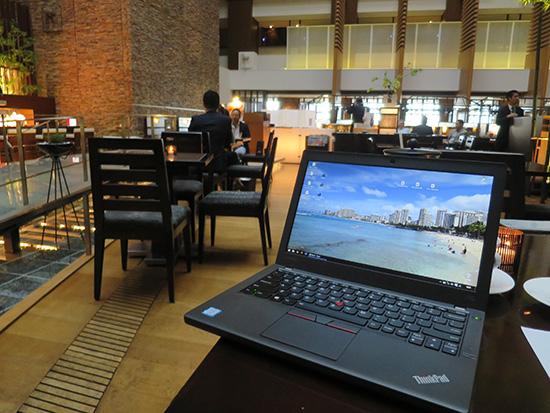 ホテルのラウンジでThinkPad X260 コンパクト感がいい