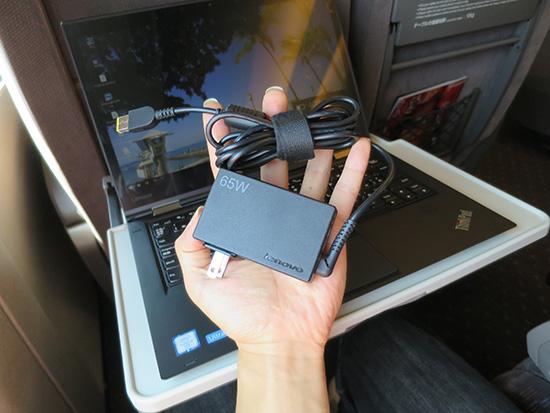 thinkPad X1 Yogaにレノボ65WトラベルACアダプタ
