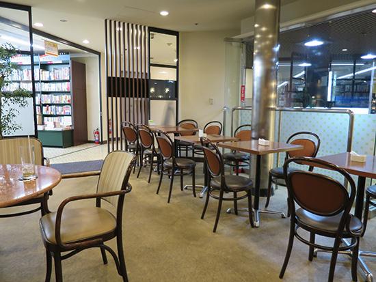 神保町 カフェ コンフォートの店内