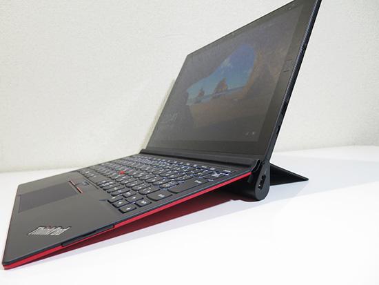 ThinkPad X1 Tablet プロダクティビティモジュールを取り付けて側面からの景観