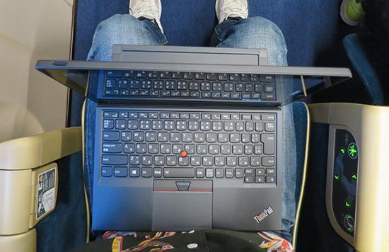 ThinkPad X1 Tablet 膝の上にのせてみる