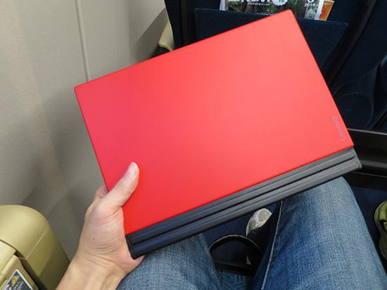 X1 Tablet サイズ感がコンパクトで 持ち運びには最強