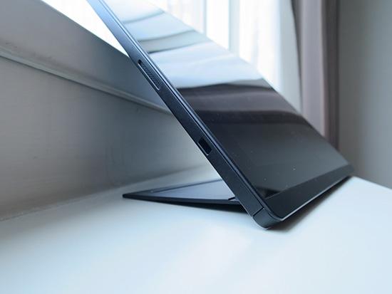 X1 tabletのキックスタンドは見かけによらず出来る子です