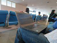 千歳空港で12.5インチのThinkPad X260を開く
