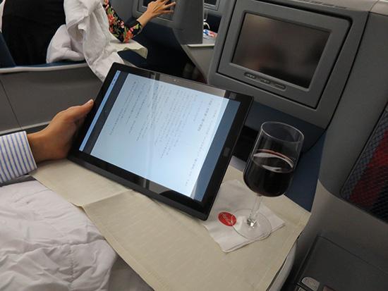 ワインをのせても 余裕のx1 tablet