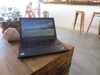 ThinkPad X260 動画編集 持ち運び仕様 ハワイカフェで一服中